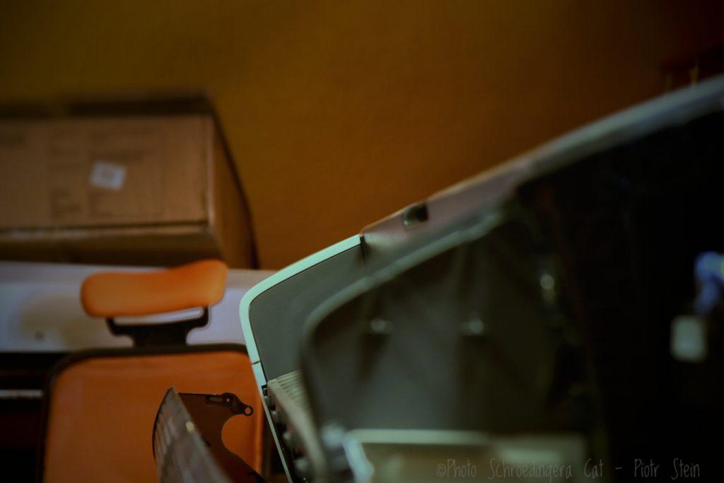 Naprawa w serwis plotera. © Zdjęcie za zgodą Akte.com.pl i autora @PhotoSchroedingerCat https://akte.com.pl/serwis-hp/